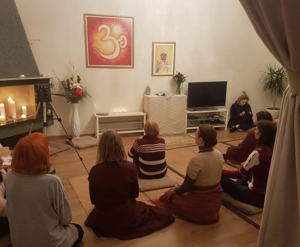 Prieš vakarinę meditaciją