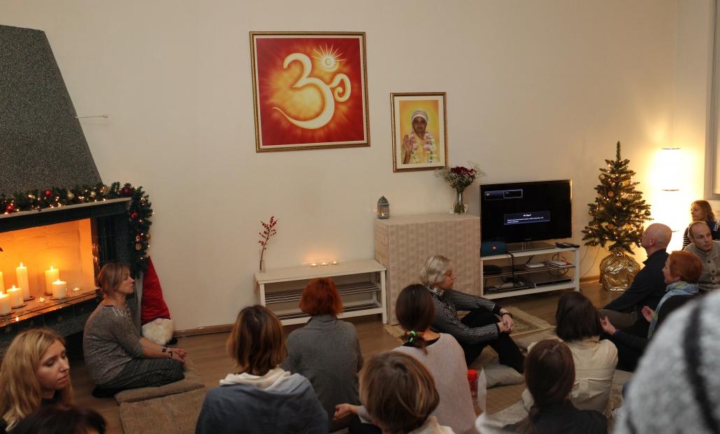 Laukiant grupinės meditacijos SHRI PRAKASH DHAM centre